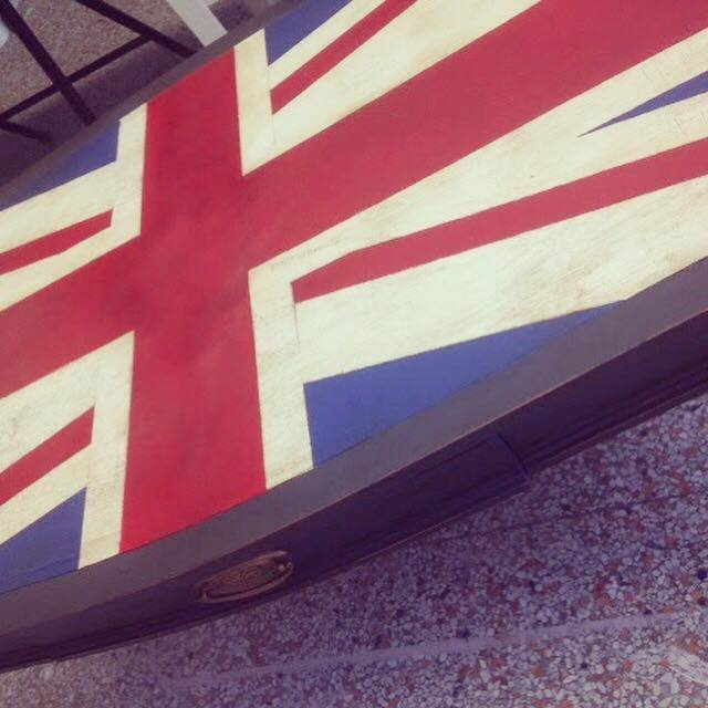 annie sloan chalk paint union jack table